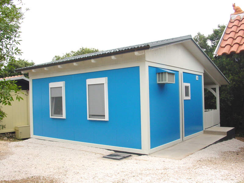Umsetzung low budget haus sucht bauanleitung containerhaus for Haus aus container